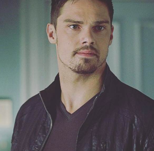 """Things You May Not Know About Vincent Keller- Beauty & the Beast's star """"Jay Ryan"""""""