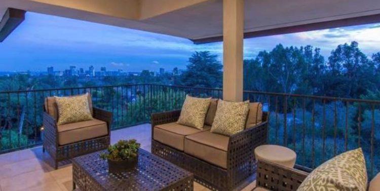 Beyonce house in LA terrace view