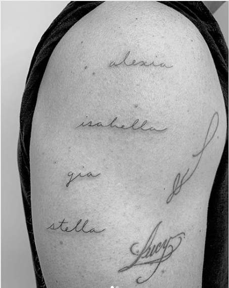 Matt Damon tattooed the name of his   daughters and wife on his arm